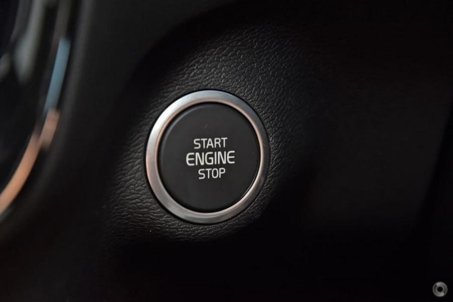 2020 Volvo XC40 XZ T5 R-Design Suv Image 14