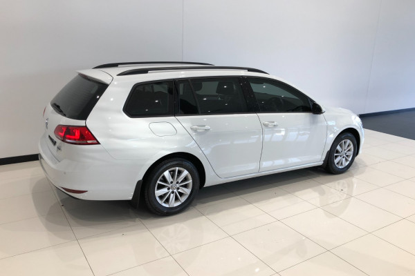 2017 Volkswagen Golf 7 92TSI Trendline Wagon Image 4
