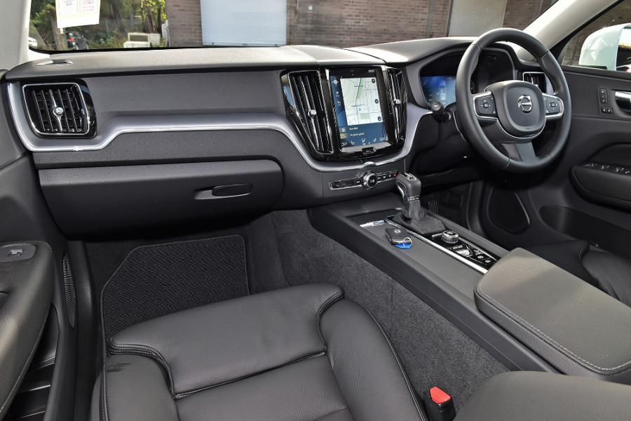 2019 Volvo XC60 UZ T5 Momentum Suv Mobile Image 8