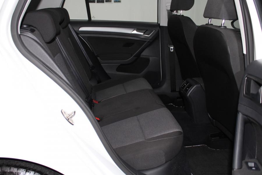 2015 Volkswagen Golf VII  90TSI Hatchback Image 10
