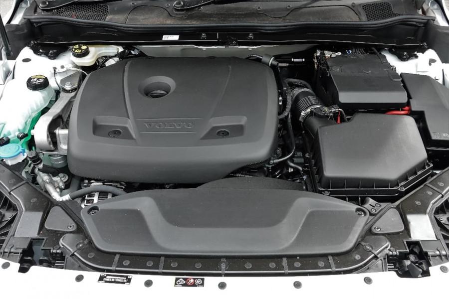 2017 MY18 Volvo V40 M Series T4 Inscription Sedan