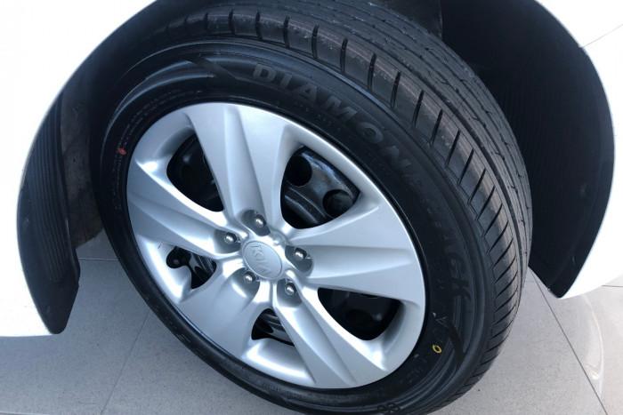 2016 Kia Cerato YD MY16 S Hatchback Image 18
