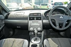 2005 Mitsubishi 380 DB Sedan