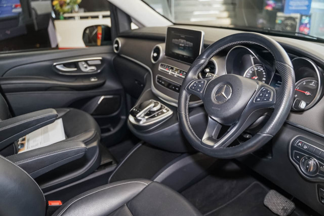 2017 Mercedes-Benz V-class 447 V250 d Avantgarde Wagon Image 8