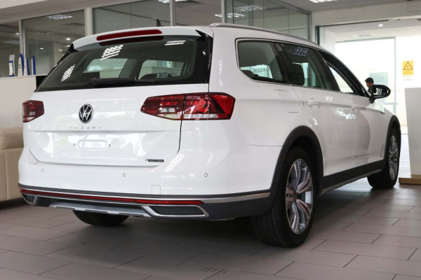 2020 MY21 Volkswagen Passat B8 Passat Wagon Image 3