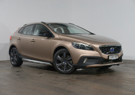 Volvo V40 D4 Luxury Cross Country Volvo V40 D4 Luxury Cross Country Auto