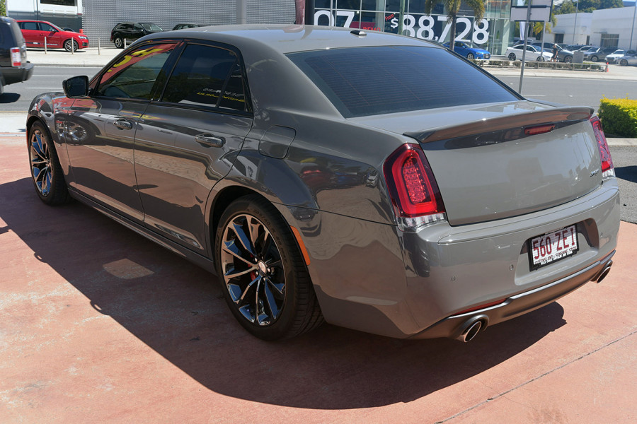 2018 Chrysler 300 LX MY18 SRT Sedan Mobile Image 4