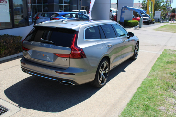 2020 Volvo V60 F-Series T5 Inscription Wagon Image 5