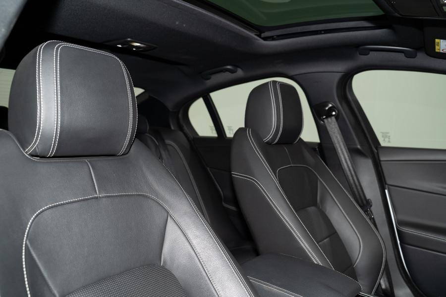 2015 Jaguar Xe 25t R-Sport
