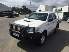 Toyota HiLux SR 4x4 Double-Cab Cab-Chassis