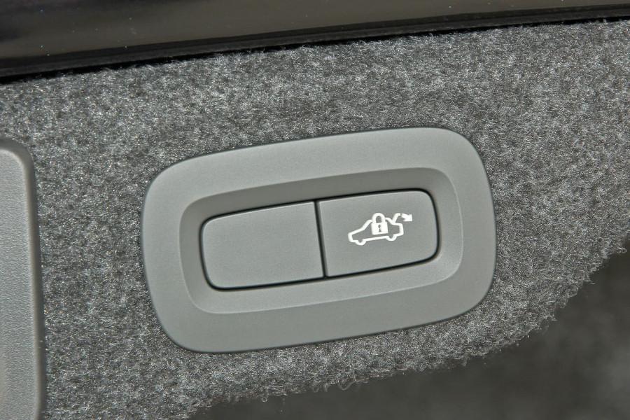 2019 MY20 Volvo S60 Z Series T8 R-Design Sedan Image 20