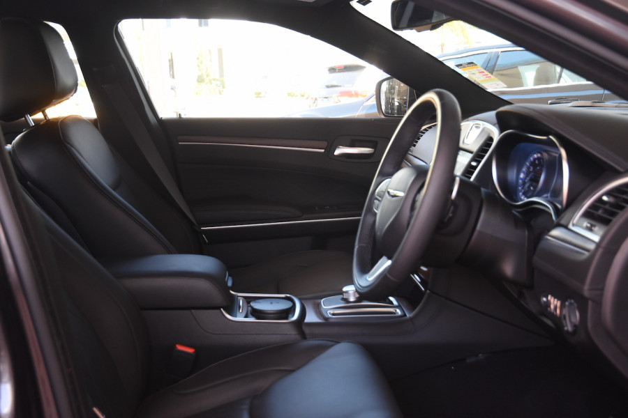 2019 Chrysler 300 LX C Luxury Sedan Image 10