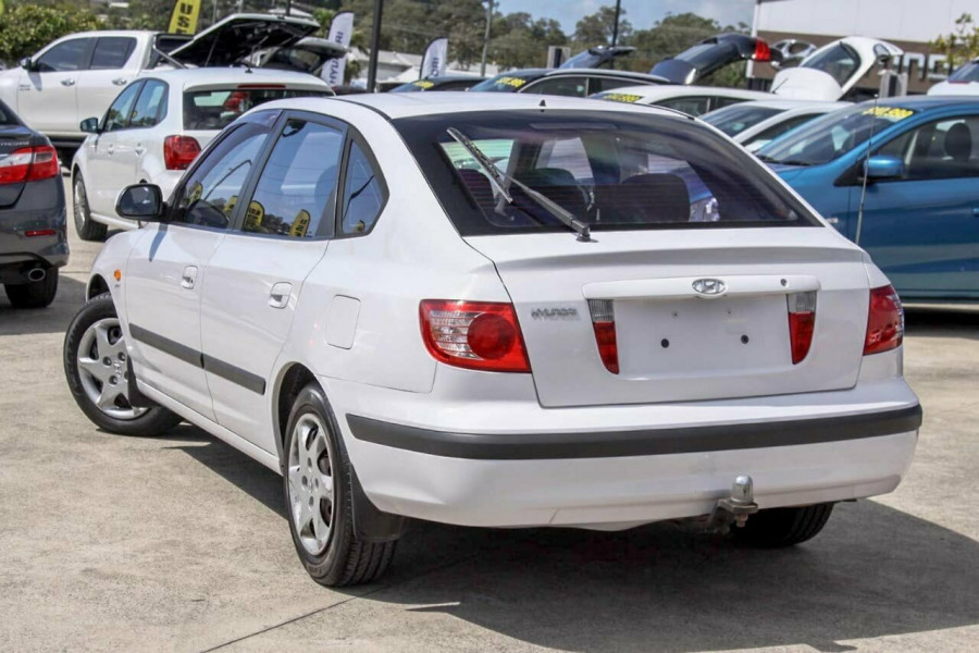 2005 Hyundai Elantra XD 05 Upgrade 2.0 HVT Hatchback Image 2