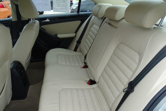 2011 Volkswagen Jetta 103TDI 9 of 24