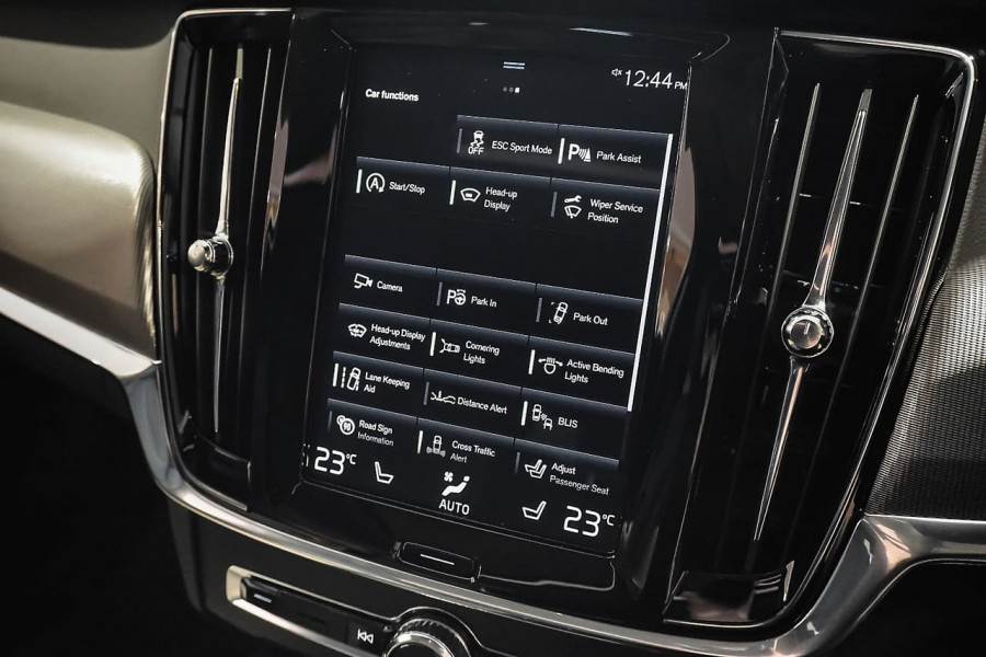 2018 Volvo V90 Cross Country D5 Inscription Wagon Mobile Image 13