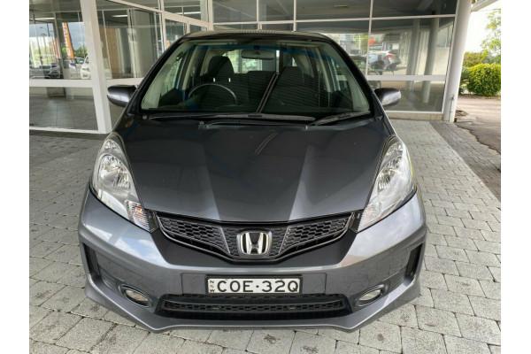 2013 Honda Jazz Vibe-S Hatchback Image 3