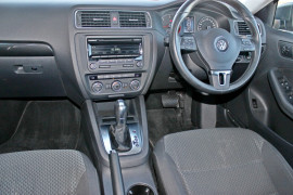 2012 MY13 Volkswagen Jetta 1B  103TDI 103TDI - Comfortline Sedan Mobile Image 11