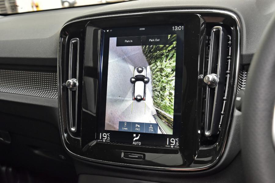 2020 Volvo XC40 XZ T5 R-Design Suv Mobile Image 17