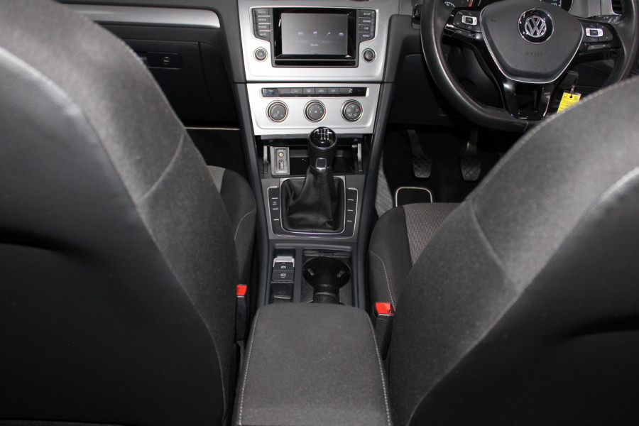 2015 Volkswagen Golf VII  90TSI Hatchback Image 15
