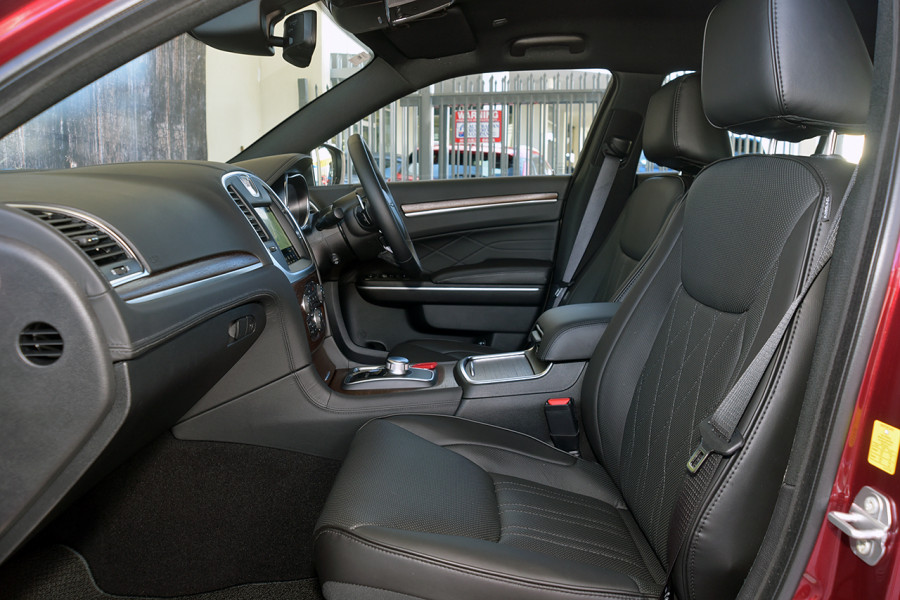2019 Chrysler 300 C LUXURY 3.6L 8Spd Auto Sedan Mobile Image 7
