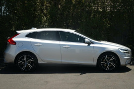 Volvo V40 T5 Adap Geartronic R-Design M Series MY18