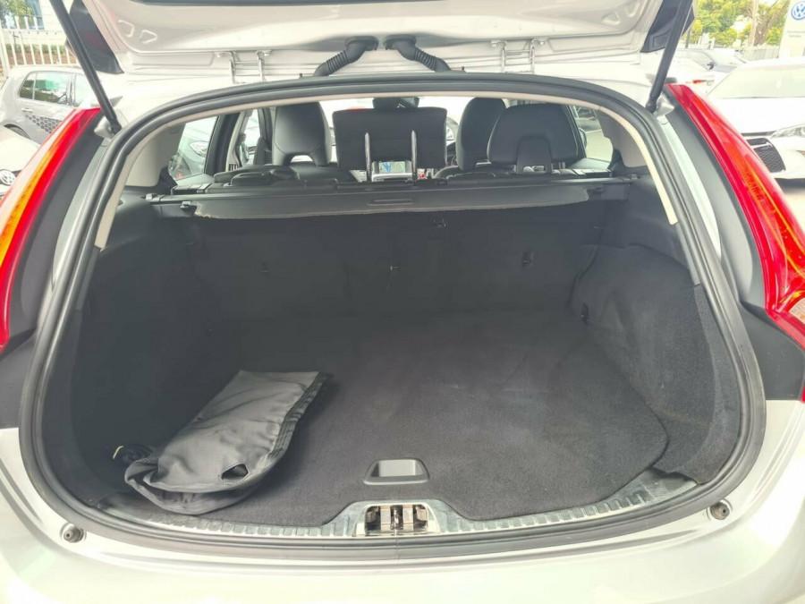 2016 Volvo V60 CC D4 LUX Wagon Image 17