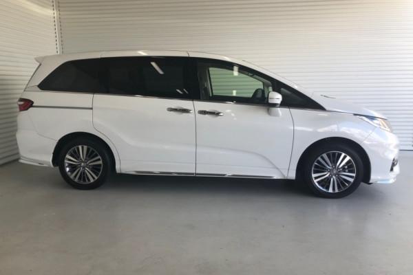 2019 Honda Odyssey 5th Gen VTi-L Van Image 2