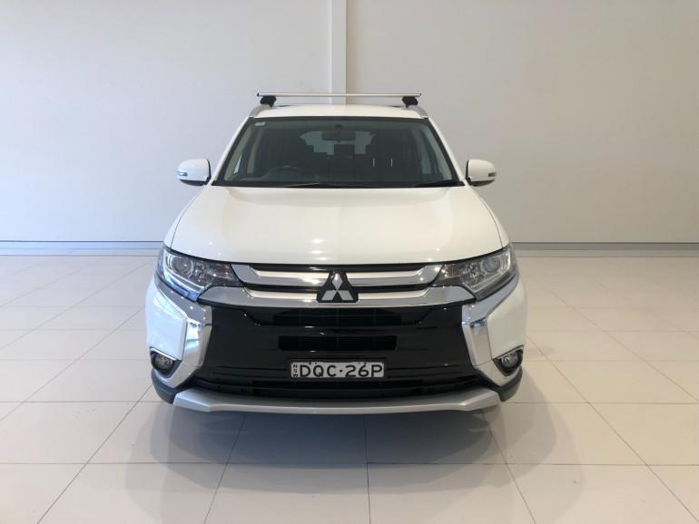 2017 Mitsubishi Outlander ZK LS 2wd 7 seat wagn Image 3