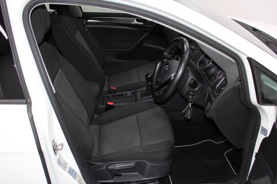2015 Volkswagen Golf VII  90TSI Hatchback Image 16