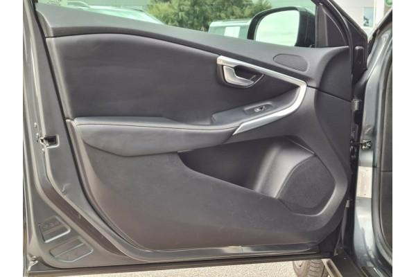 2013 Volvo V40 CROSS COUNTRY D Hatchback Image 5