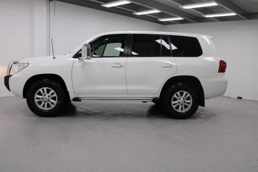 2013 Toyota Landcruiser GXL Image 3