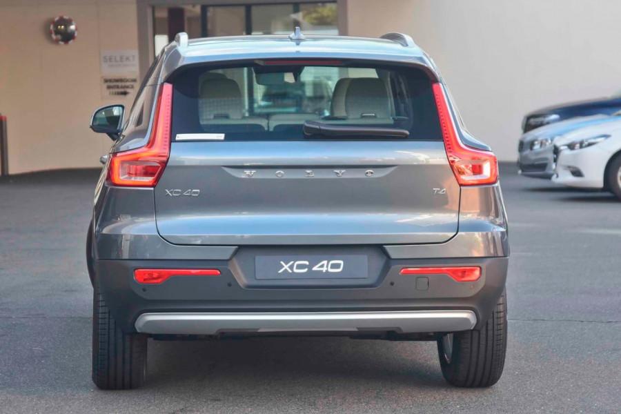 2019 Volvo XC40 T4 Momentum Suv Mobile Image 3