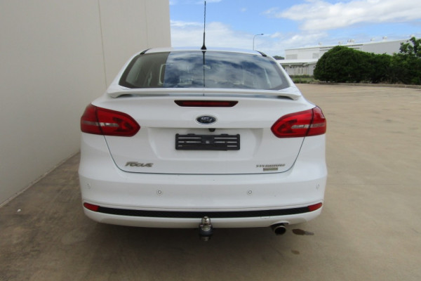 2016 Ford Focus LZ TITANIUM Sedan Image 4