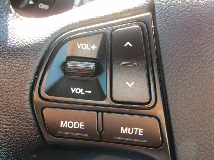 2013 Kia Rio UB  SLi Hatchback Image 15