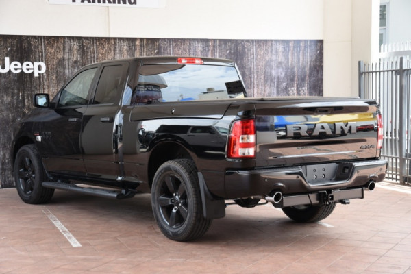2019 Ram 1500 (No Series) Express Black Pack Utility crew cab Image 3