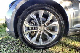 2018 MY19 Volkswagen Passat Sedan B8 132TSI Sedan Image 2