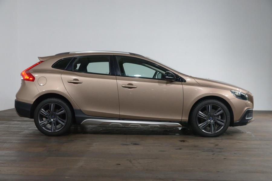 2016 Volvo V40 D4 Luxury Cross Country