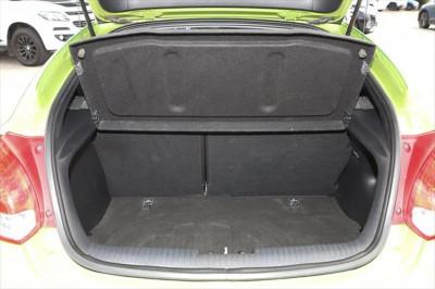 2012 Hyundai Veloster FS Hatchback Image 5