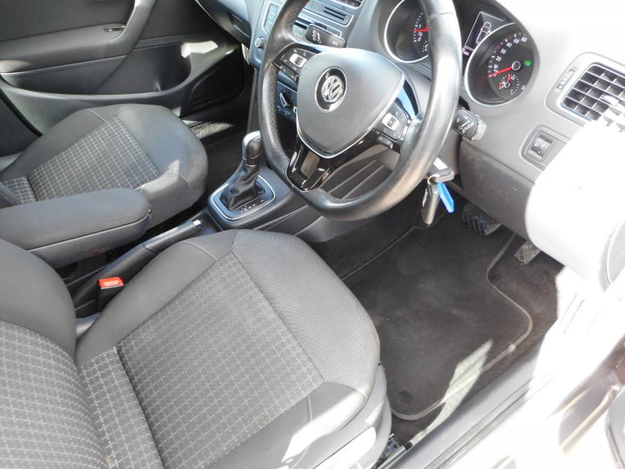 2015 Volkswagen Polo Hatchback Image 11