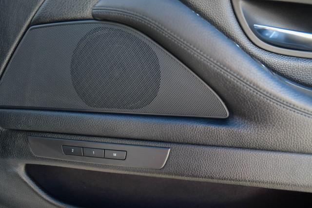 2012 BMW 5 Series F10 MY12 520d Sedan Image 13