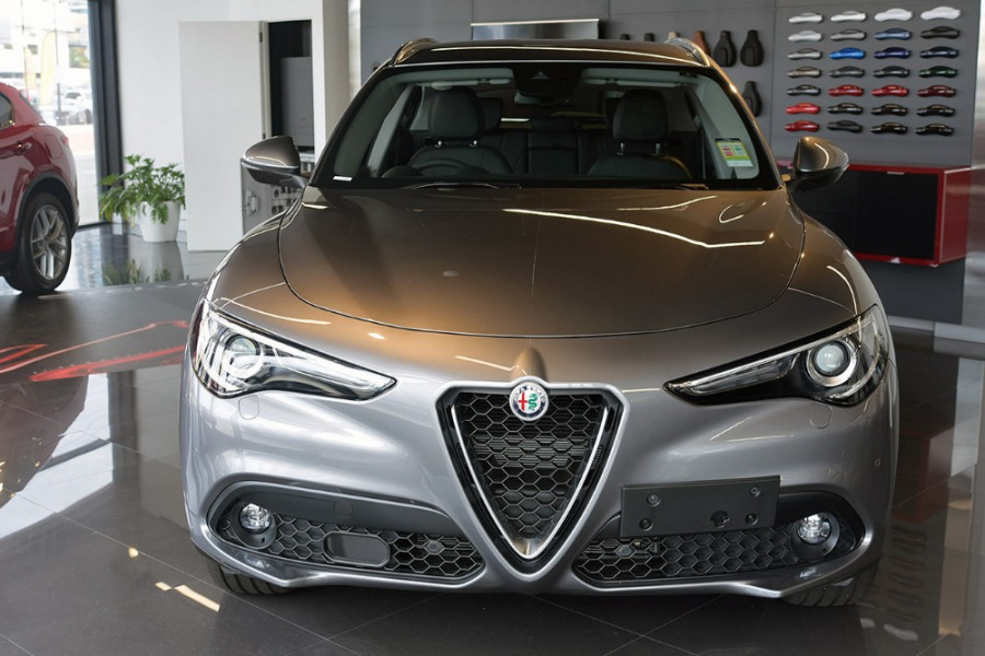 2018 Alfa Romeo Stelvio Stelvio Suv Mobile Image 3