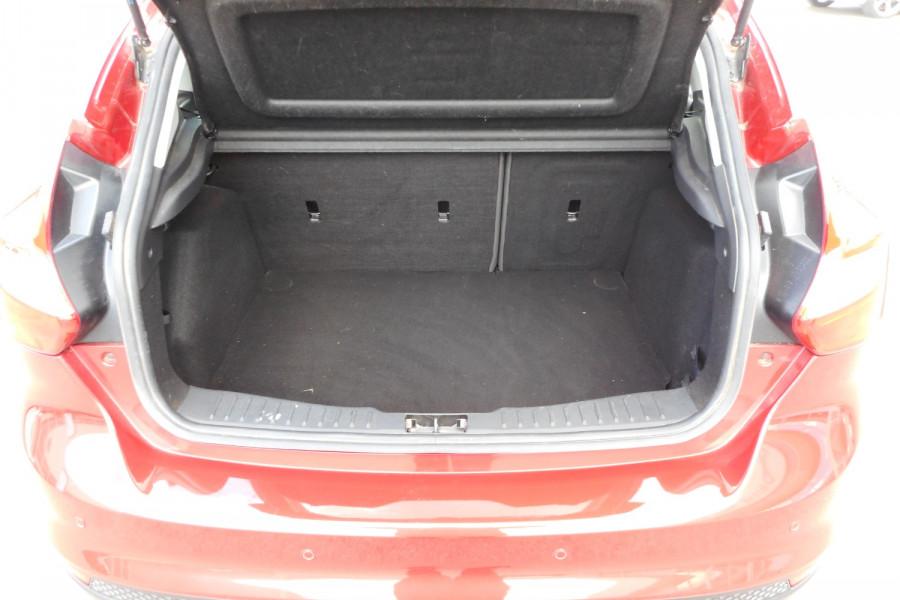 2012 Ford Focus LW  II AMBIENTE Hatchback Image 15