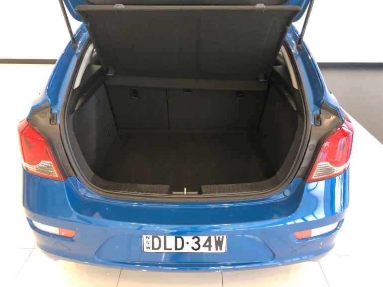 2013 Holden Cruze JH Series II Equipe Hatchback Image 15