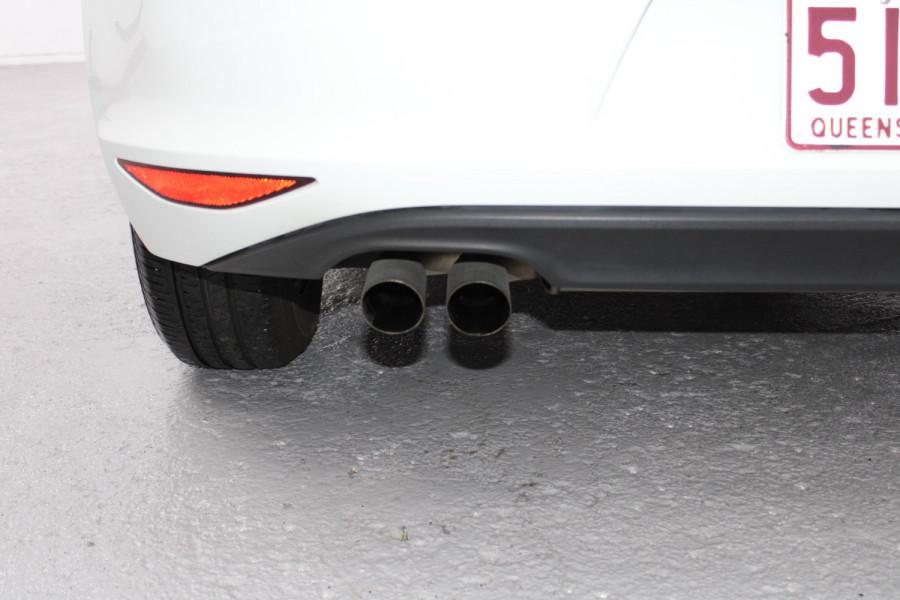 2015 Volkswagen Golf VII  90TSI Hatchback Image 9