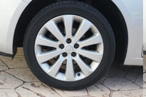 2016 Holden Cruze Vehicle Description. JH  II MY16 EQUIPE HBK 5DR SA 6SP 1.8I Equipe Hatchback Image 3