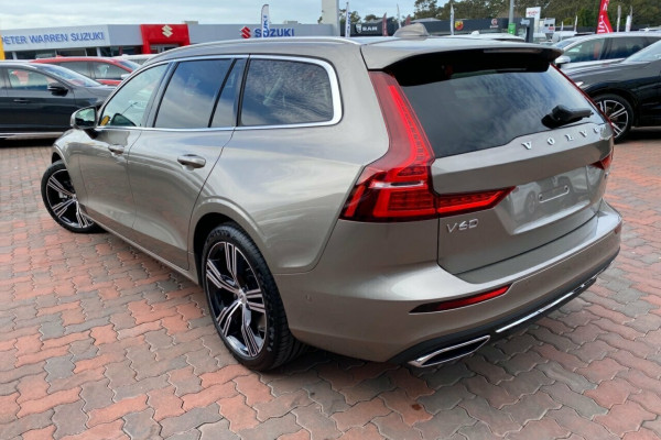 2020 Volvo V60 F-Series T5 Inscription Wagon Image 4