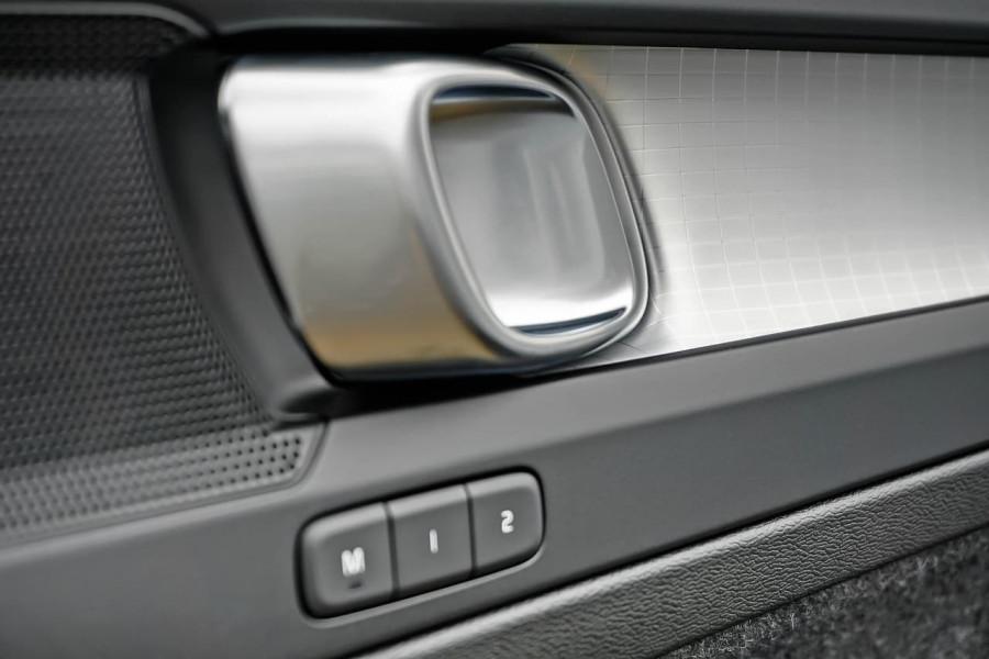 2020 MY21 Volvo XC40 XZ T4 Momentum Suv Image 13