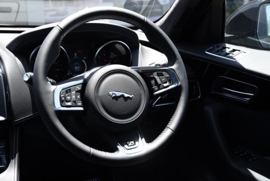 2019 MY20 Jaguar F-PACE X761 R-Sport Suv Image 9