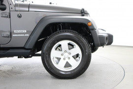 2017 Jeep Wrangler JK Sport Softtop Image 5