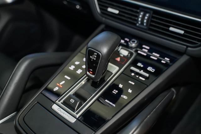2018 Porsche Cayenne 9YA MY19 Turbo Suv Image 11